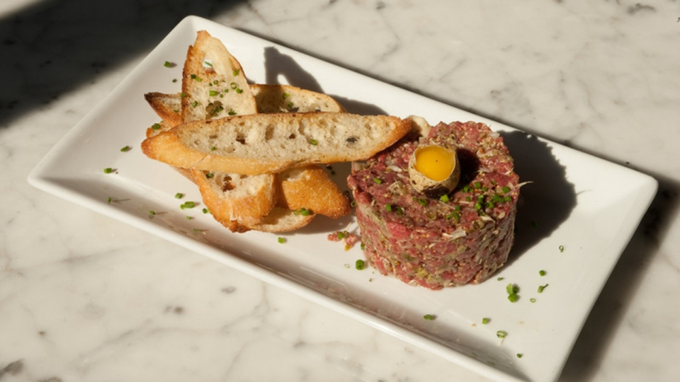 Beef tartare as served at Marché 27 (photo courtesy Marché 27)
