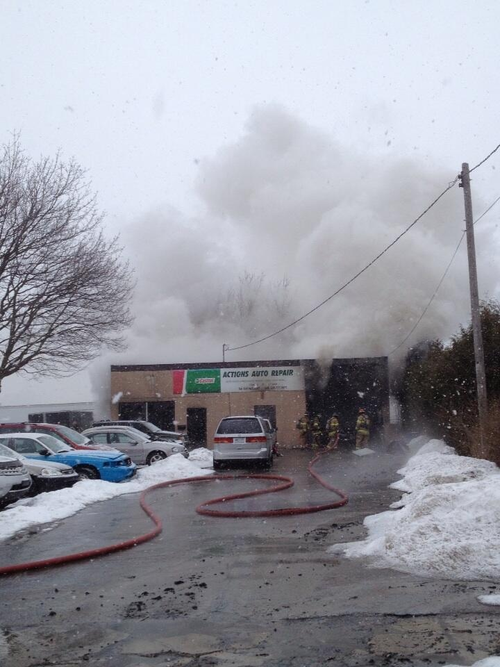 Smoke can be seen high above the Action Auto Repair shop in London, Ont. on Wednesday, Jan. 15, 2014. (Sean Irvine / CTV London)