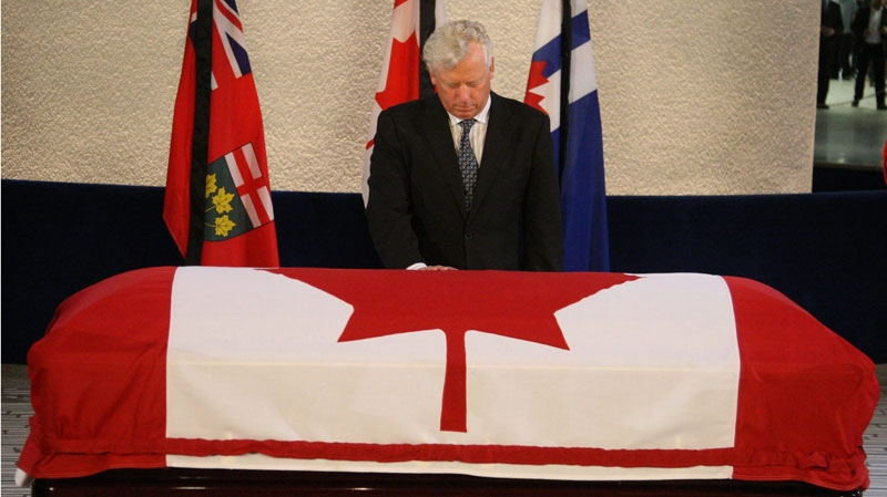 Former Toronto mayor David Miller pays his respects to late NDP Leader Jack Layton as he lies in repose in Toronto City Hall early Friday, Aug. 26, 2011. (Ryan Remiorz / THE CANADIAN PRESS)