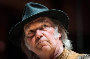 Singer Neil Young speaks during a press conference in Toronto, Sunday, Jan. 12, 2014. (Mark Blinch / THE CANADIAN PRESS)