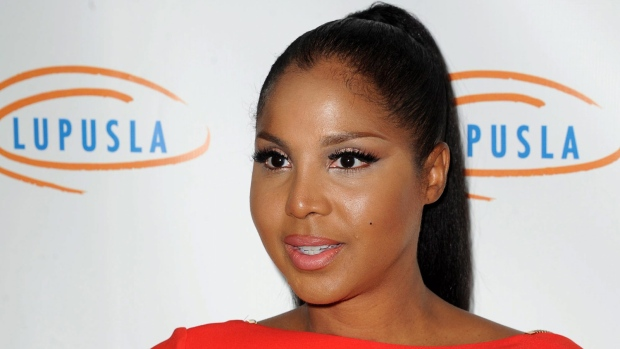 Toni Braxton memoir coming in May