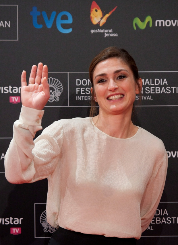 French actress Julie Gayet sues gossip magazine