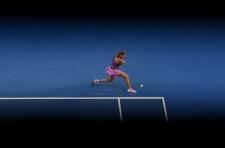 Azarenka moves into fourth round of Aussie Open
