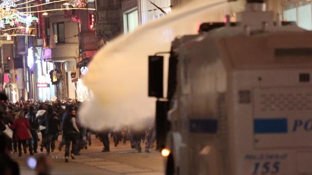 Instanbul riot police