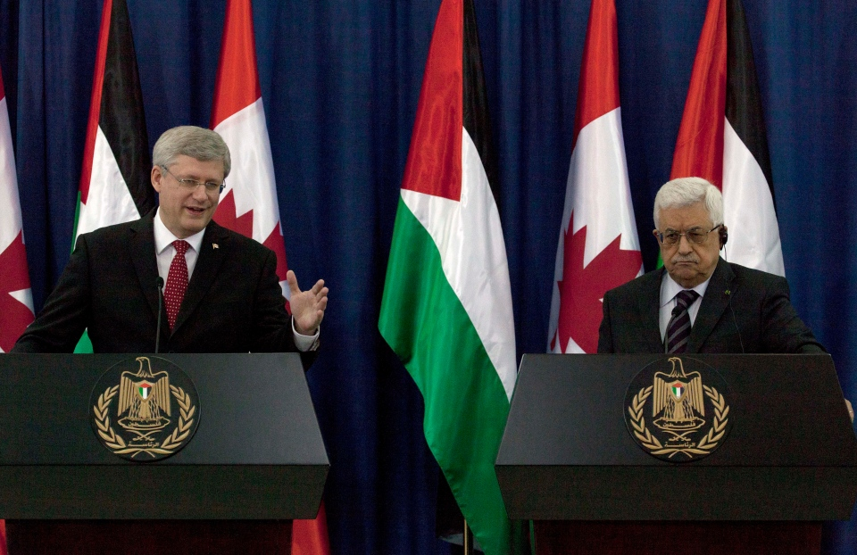 Prime Minister Stephen Harper and Palestinian President Mahmoud Abbas attend a joint press conference at Abbas's headquarters, in the West Bank city of Ramallah, Monday, Jan. 20, 2014. (AP / Nasser Nasser)