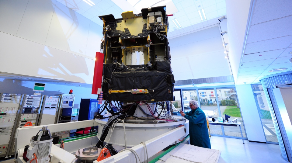 A scientist of European space agency ESA stands at an airworthy copy of space probe 'Rosetta' in the ESA control center in Darmstadt, Germany, Monday, Jan. 20, 2014. (AP / dpa, Daniel Reinhardt)
