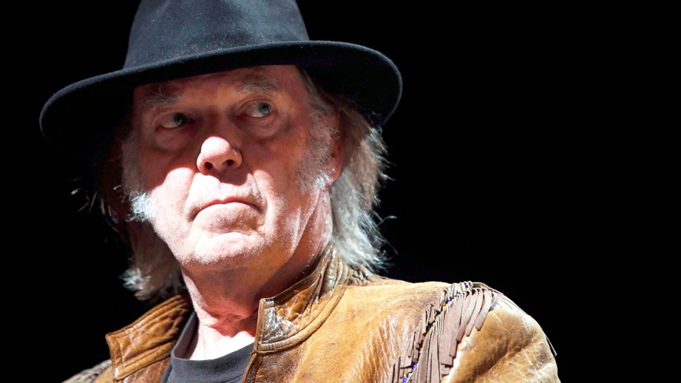 "Singer Neil Young listens to a question during a news conference before the last concert in his ""Honour the Treaties"" tour in Calgary, Sunday, Jan. 19, 2014. (Jeff McIntosh / THE CANADIAN PRESS)"