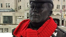 Mystery yarn-bomber leaves scarves around Ottawa