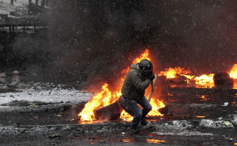 Protesters clash with police in central Kyiv, Ukraine, Wednesday, Jan. 22, 2014. (AP / Sergei Chuzavkov)