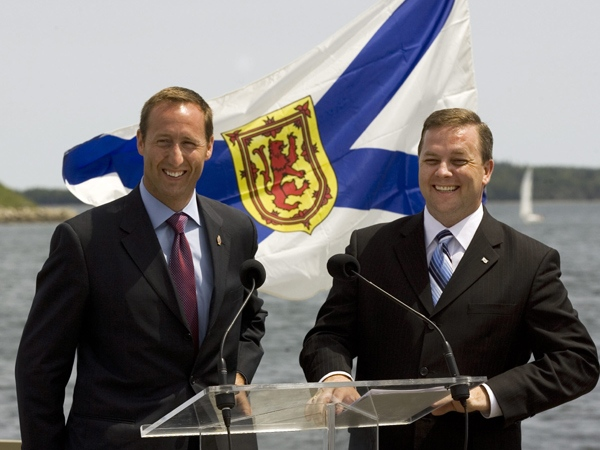 Nova Scotia Premier Rodney MacDonald, right, and Defence Minister Peter MacKay announce that Nova Scotia will receive about $870 million from Ottawa as part of a deal resolving the so-called Crown share dispute, in Halifax on Sunday, July 13, 2008. (Andrew Vaughan / THE CANADIAN PRESS)