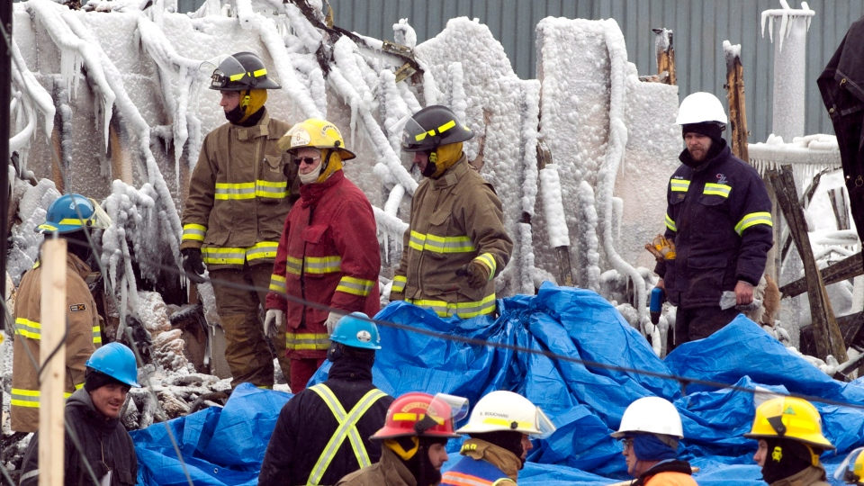 Emergency workers continue the search for victims at the scene of a fatal fire at a seniors residence  in L'Isle-Verte, Que., Saturday, Jan. 25, 2014. (Ryan Remiorz / THE CANADIAN PRESS)