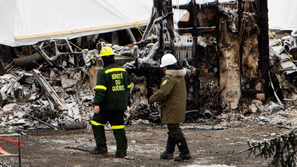Emergency workers continue the search for victims in L'Isle-Verte, Que., Saturday, Jan. 25, 2014. (Ryan Remiorz / THE CANADIAN PRESS)
