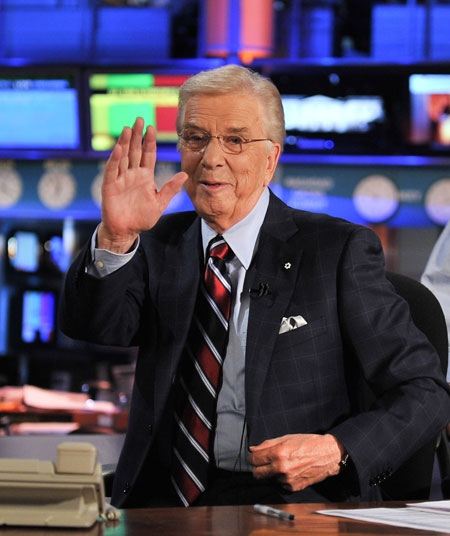Lloyd Robertson waves to the crew after signing off from CTV National News for the last time on Thursday, Sept. 1, 2011. (George Pimentel / CTV)