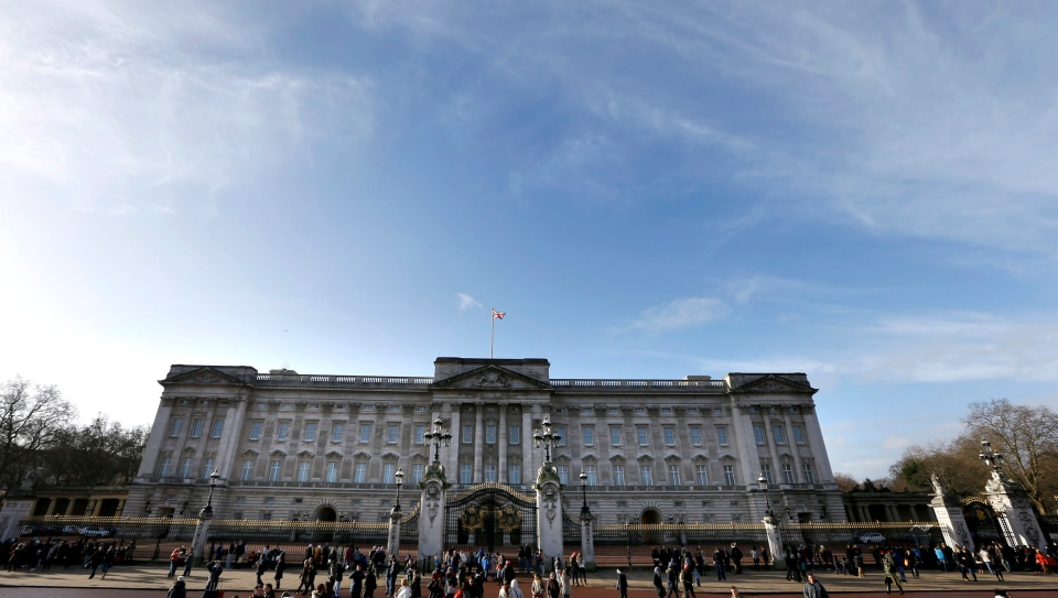 Tourists walk around Buckingham Palace in London, Tuesday, Jan. 28, 2014. (AP / Kirsty Wigglesworth)