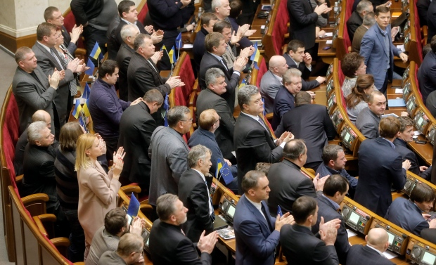 Ukraine considers amnesty for protesters