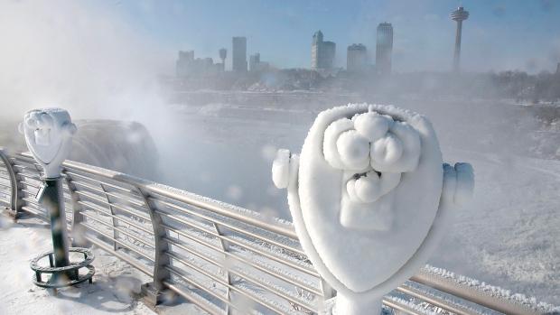Niagara Falls fire destroys tourist shops