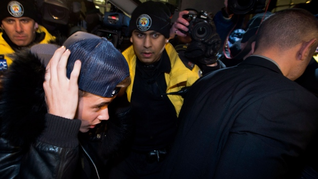 Justin Bieber surrenders to Toronto Police