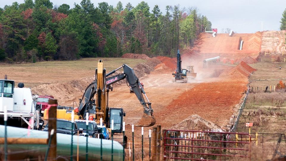 Crews work on construction of the TransCanada Keystone XL Pipeline east of Winona, Texas, Monday, Dec. 3, 2012. (AP / Sarah A. Miller)