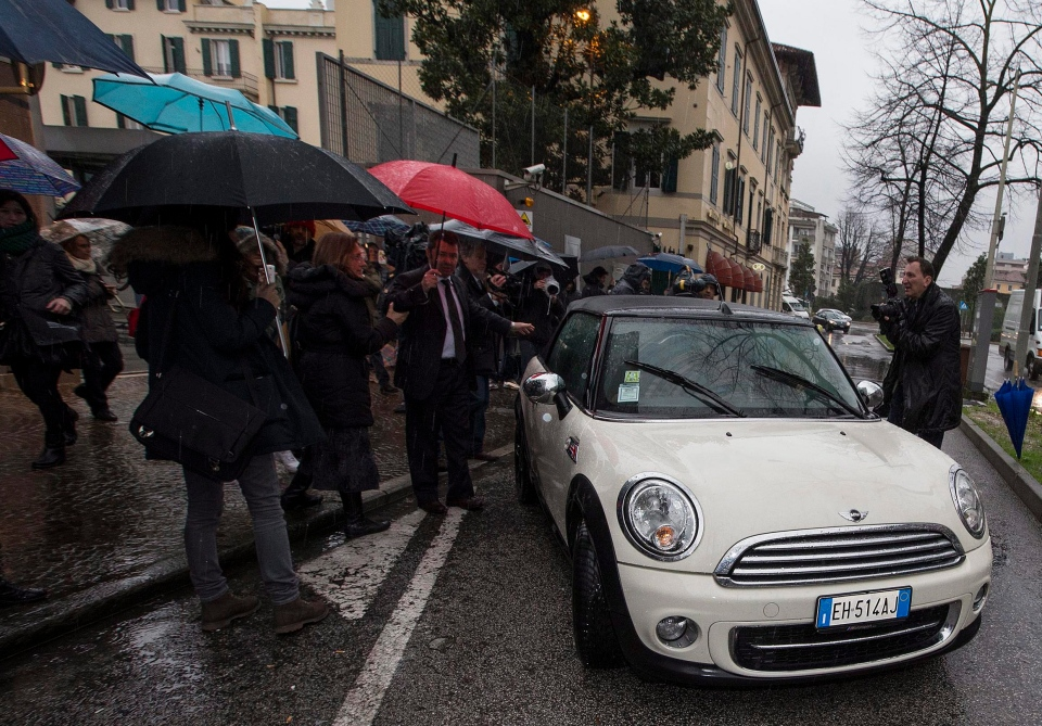 Amanda Knox co-defendant Raffaele Sollecito, driving the car, leaves the Udine police station, northern Italy, Friday, Jan 31, 2014. (AP / Paolo Giovannini)