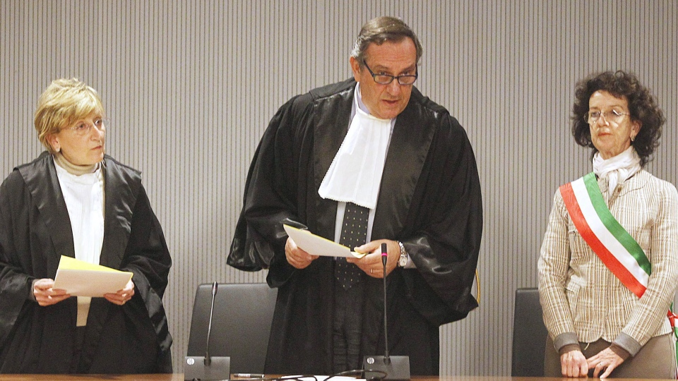 Appeals Court Judge Alessandro Nencini, centre, reads out the verdict for the murder of British student Meredith Kercher, in Florence, Italy, Thursday, Jan. 30, 2014. (AP / Fabrizio Giovannozzi)