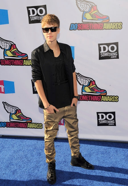 Justin Bieber arrives at the Do Something Awards on Sunday, Aug. 14, 2011 in Los Angeles. (AP / Chris Pizzello)