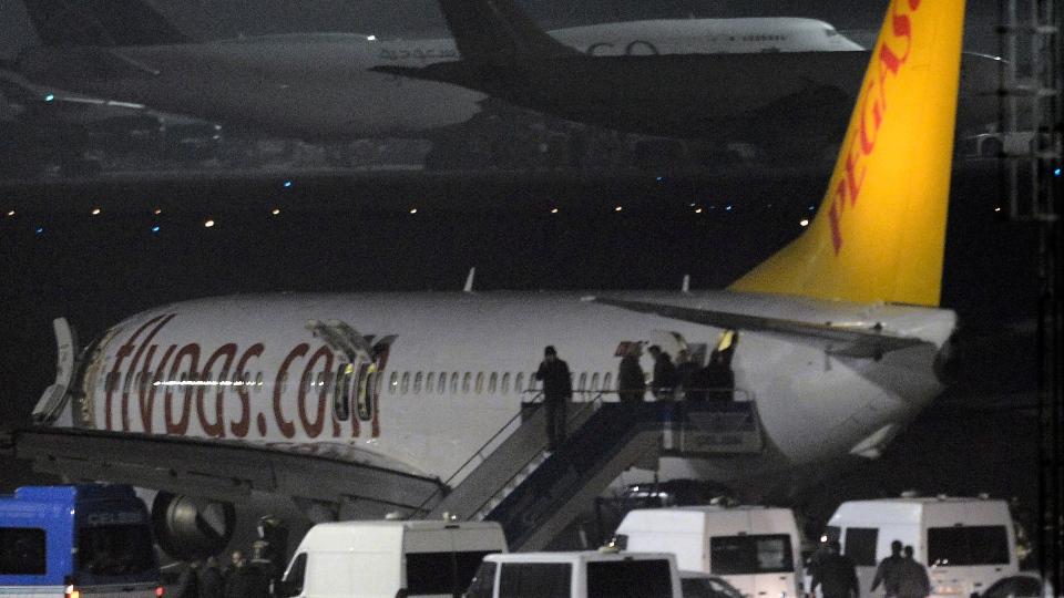 Passengers of private Turkish company Pegasus leave the plane at the Sabiha Gokcen Airport in Istanbul, Turkey, Friday, Feb. 7, 2014. (AP / Emrah Gurel)