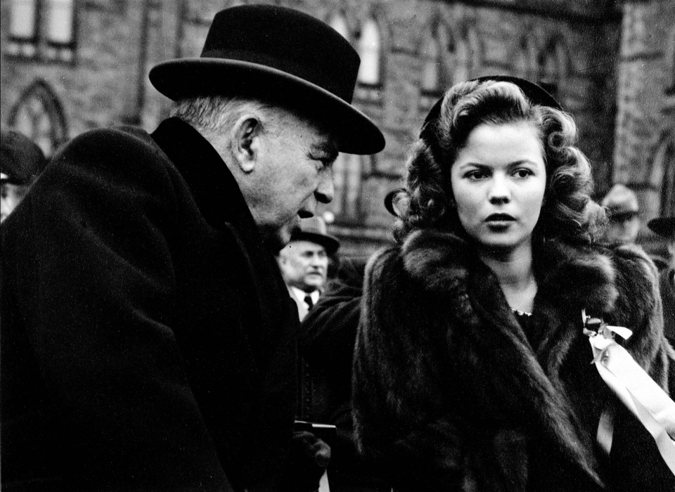 Shirley Temple and Prime Minister Mackenzie King opening 7th Victory Loan on Parliament Hill in Ottawa, Oct. 21, 1944. (National Archives of Canada)