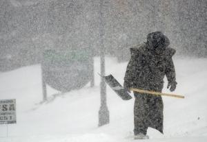 Snow storm paralyzes southern U.S. DE
