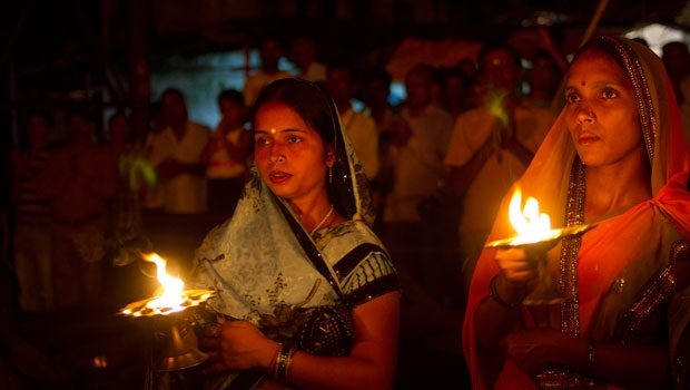Indian Hindu devotees during Arti