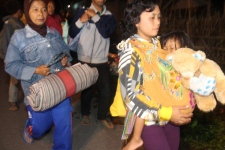 People flee as Mount Kelud erupts