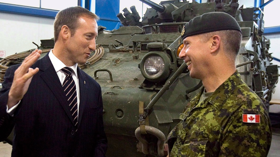 Defence Minister Peter MacKay, left, and Lt.-Gen. Andrew Leslie chat at CFB Gagetown in Oromocto, N.B. on Wednesday July 8, 2009. ( CP /  Andrew Vaughan)