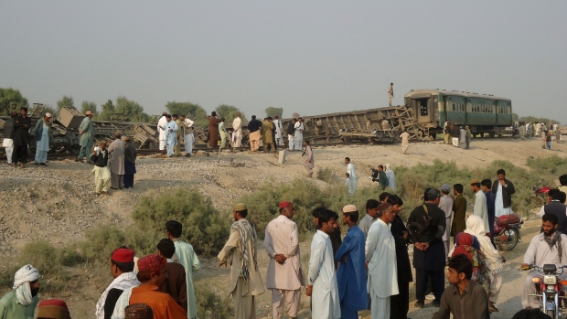 Bomb derails train in southwest Pakistan