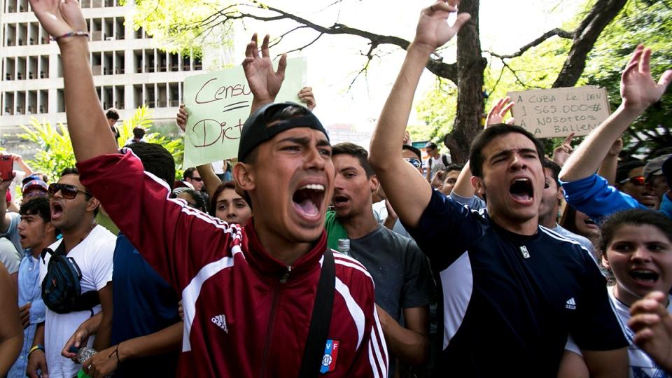 Students shout slogans against Venezuela's President Nicolas Maduro during a march to Venezuelan Telecommunications Regulator Office or CONATEL in Caracas, Venezuela, Monday, Feb. 17, 2014. (AP / Alejandro Cegarra)