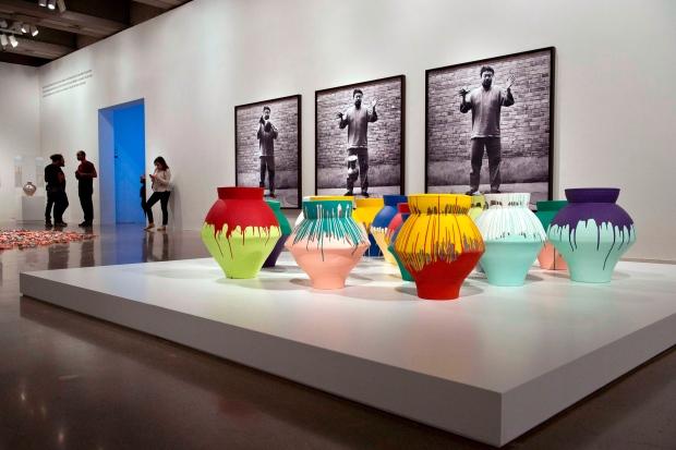 Us Artist Smashes Ai Weiwei Vase Worth 1 Million In Miami Museum