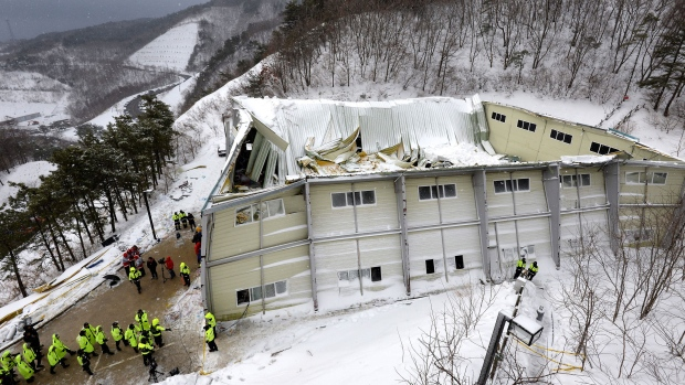 Roof of South Korean resort collapses killing 10