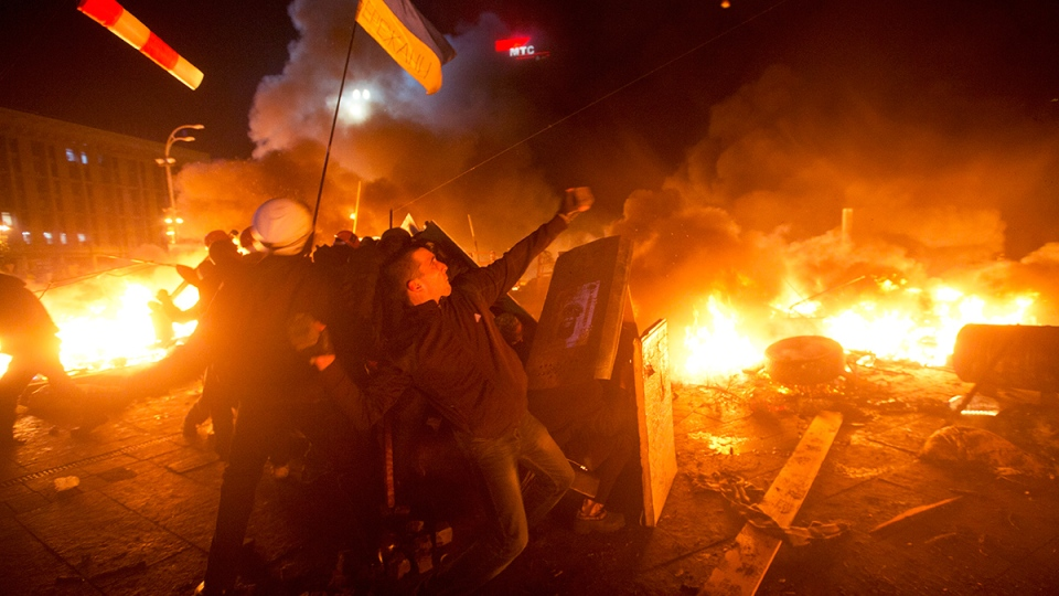 Anti-government protesters clash with riot police in Kyiv's Independence Square, the epicenter of the country's current unrest, Kyiv, Ukraine, Tuesday, Feb. 18, 2014. (AP / Efrem Lukatsky)