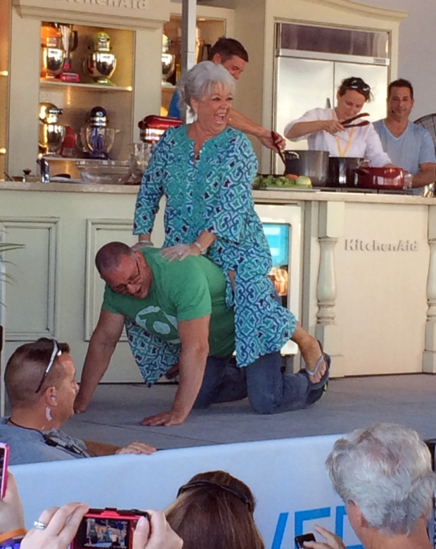 Paula Deen apologizes at cooking demo in Florida