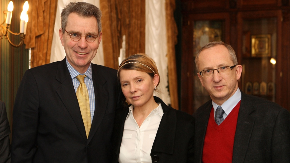 Top Ukrainian opposition figure Yulia Tymoshenko, center, U.S. Ambassador Geoffrey R. Pyatt, left, and EU Ambassador to Ukraine Jan Tombinski during their meeting in Kyiv, Ukraine, Sunday, Feb. 23, 2014. (AP / Olexander Prokopenko)
