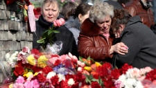 Ukraine protest mourns fallen in Kyiv square