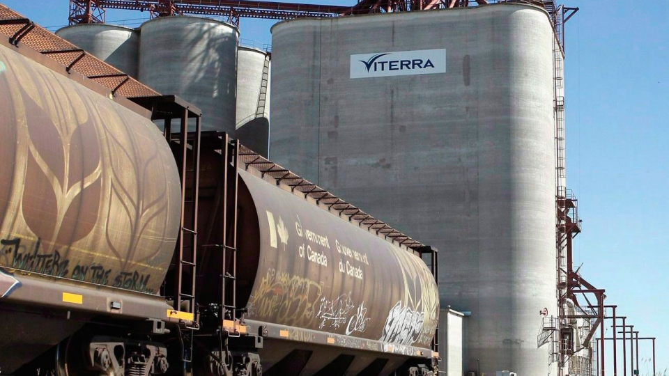 The federal government is stepping in to help ease a long backlog of grain across the Prairies.