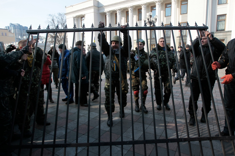 Anti-Yanukovych protesters remove a fence that surrounds the Ukraine's parliament in Kyiv, Wednesday, Feb. 26, 2014. (AP / Sergei Chuzavkov)