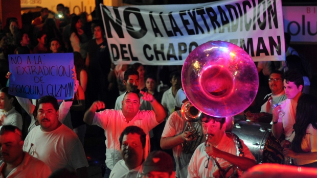 Hundreds march to free El Chapo