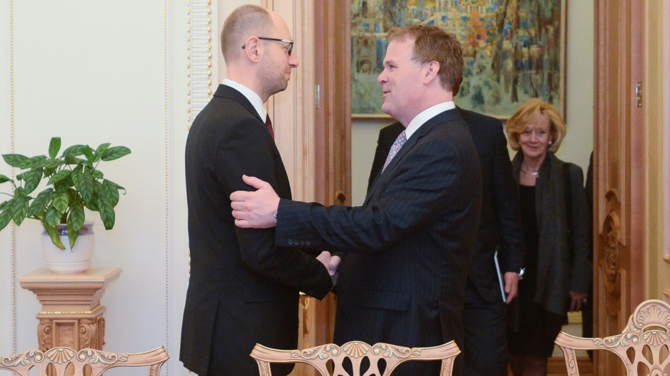 Ukraine's Prime Minister Arseniy Yatsenyuk meets with Canada's Minister of Foreign Affairs John Baird in Kyiv, Ukraine, Friday, Feb. 28, 2014. (AP / Andrew Kravchenko)
