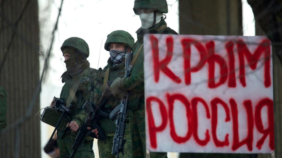 Unidentified gunmen wearing camouflage uniforms block the entrance of the Crimean Parliament building in Simferopol, Ukraine, Saturday, March 1, 2014. (AP / Ivan Sekretarev)