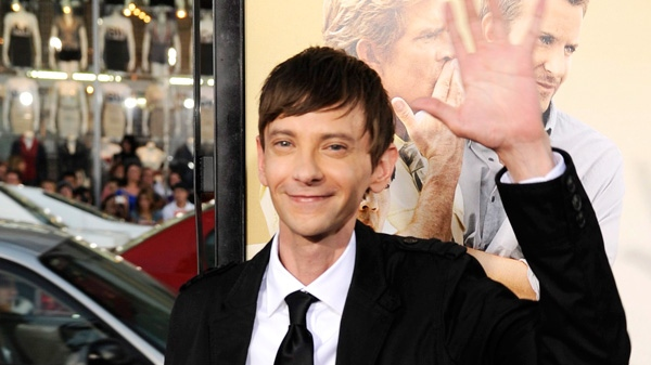 Actor DJ Qualls tweets that he was beaten by a Vancouver Police Officer