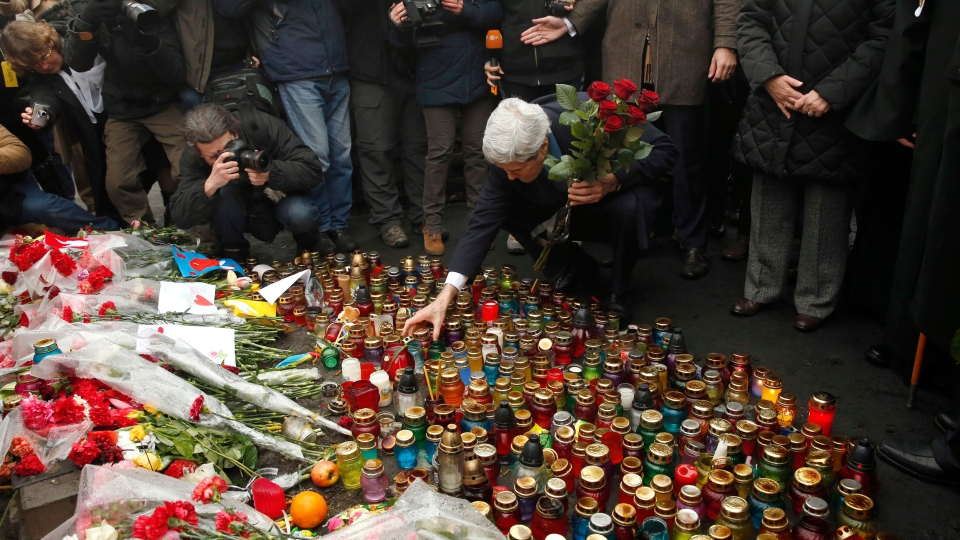 Secretary of State John Kerry places roses atop the Shrine of the Fallen in Kyiv, Ukraine March 4, 2014. (AP / Kevin Lamarque)