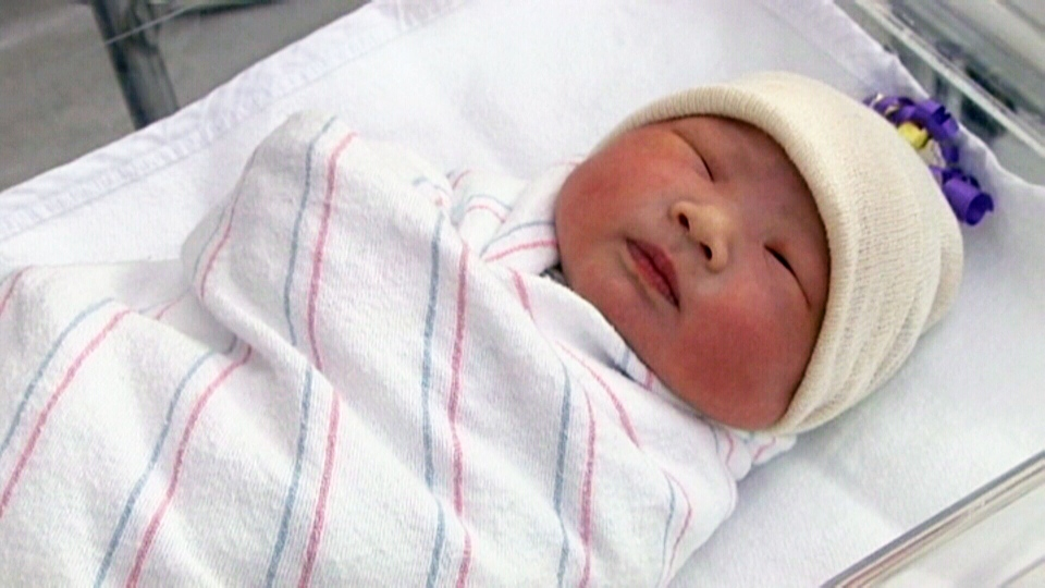 New report warns about risks of swaddling newborn