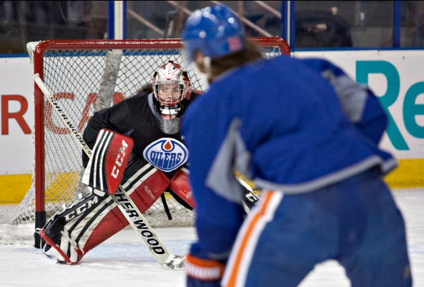 Shannon Szabados practices with Oilers