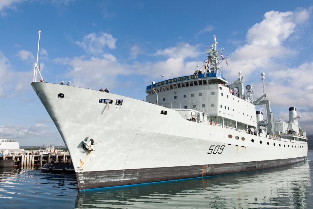 HMCS Protecteur pulls into Pearl Harbor
