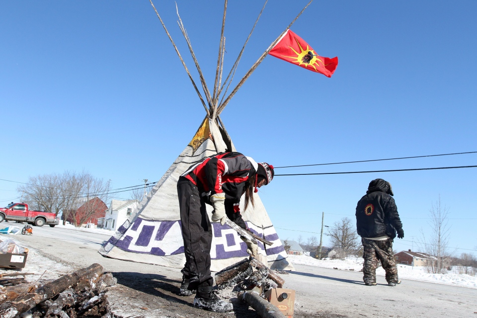 Native protesters block a road with a teepee and a fire, near Shannonville, Ont., on Monday, March 3, 2014. (Lars Hagberg / THE CANADIAN PRESS)